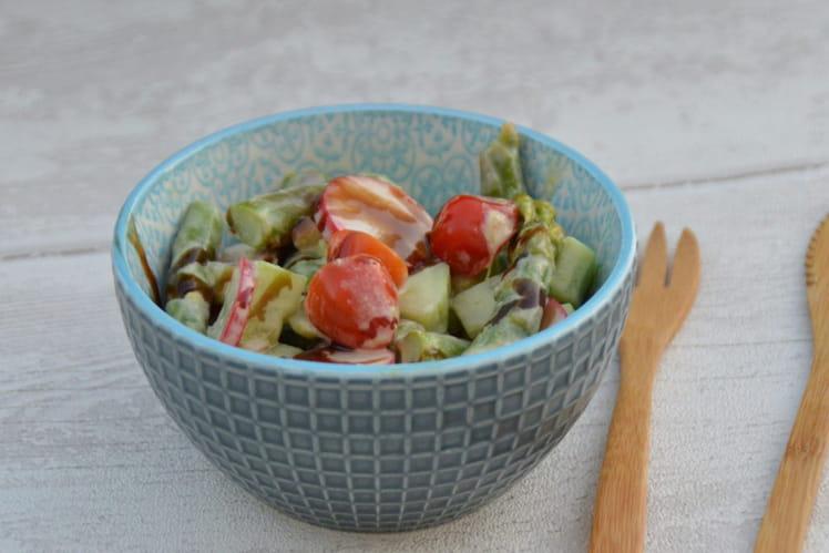 Salade d'asperges, concombre, tomates cerise et radis