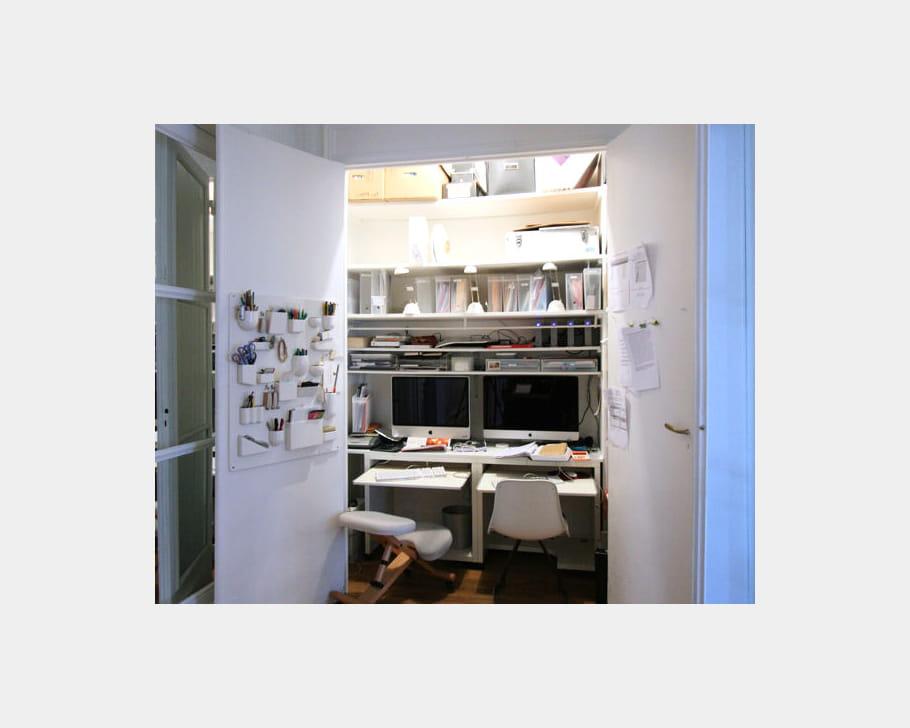 un bureau dans un placard des coins bureau qui nous. Black Bedroom Furniture Sets. Home Design Ideas