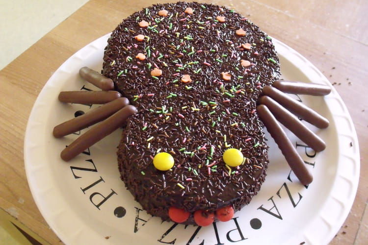 Gâteau marbré d'Halloween au glaçage chocolat