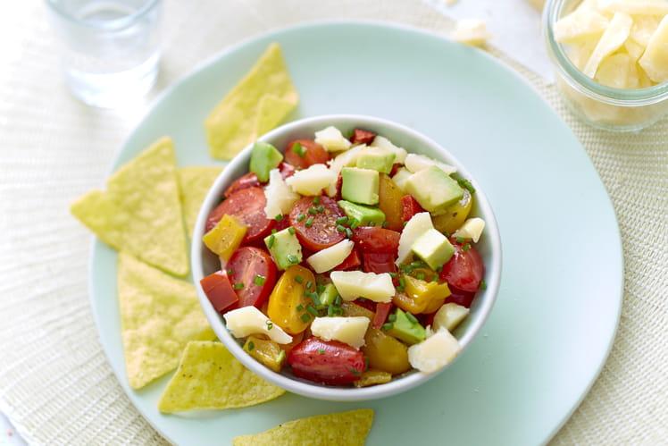Salade au Sbrinz AOP, avocat, poivron tricolore et tomates cerise