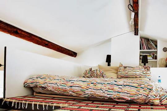 un lit en hauteur. Black Bedroom Furniture Sets. Home Design Ideas
