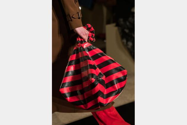 Givenchy (Close Up) - photo 31