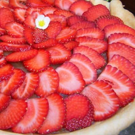 tarte aux fraises et compote de rhubarbe épicée