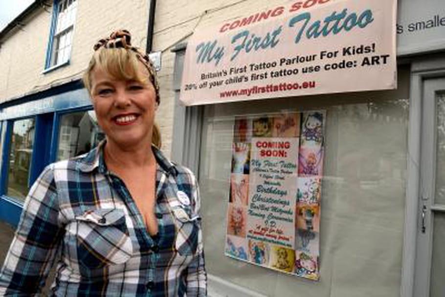 Un salon de tatouage pour enfants en Angleterre?