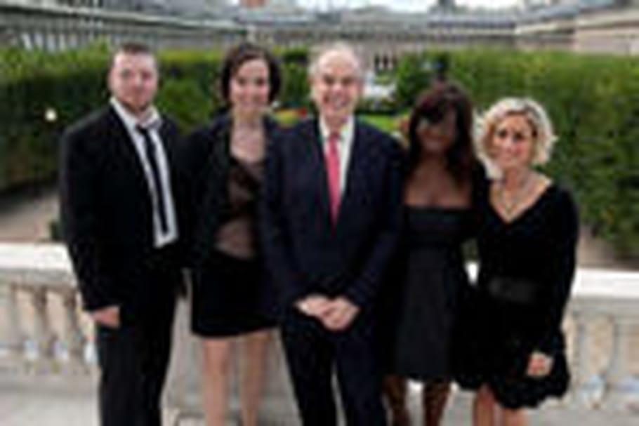 Le ministre Frédéric Mitterrand passe derrière les fourneaux