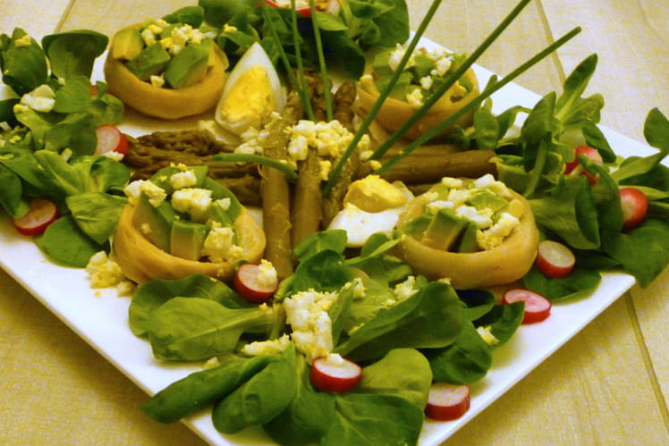 Salade verte aux fonds d'artichaut, avocat, et asperges