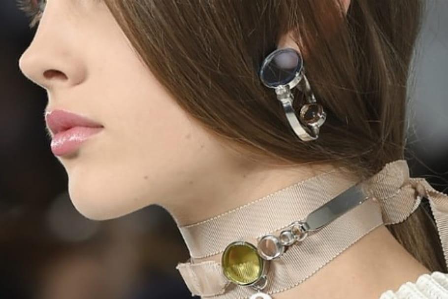 avec quoi porter un collier ras de cou