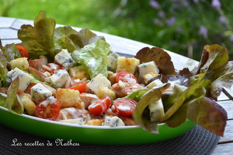 Salade tomates cerise, poulet, croûton et gorgonzola