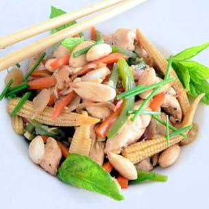 poulet aux amandes et légumes asiatiques