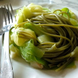spaghettis verts et courgettes en spaghettis