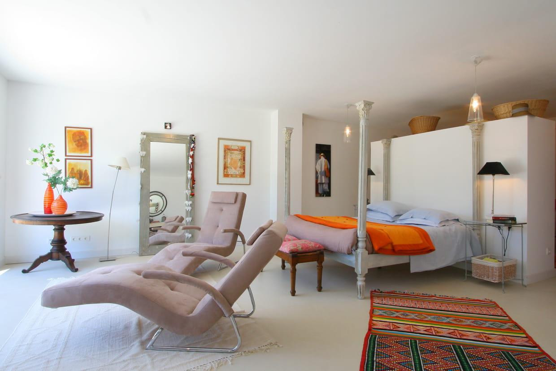 ambiance contemporaine. Black Bedroom Furniture Sets. Home Design Ideas
