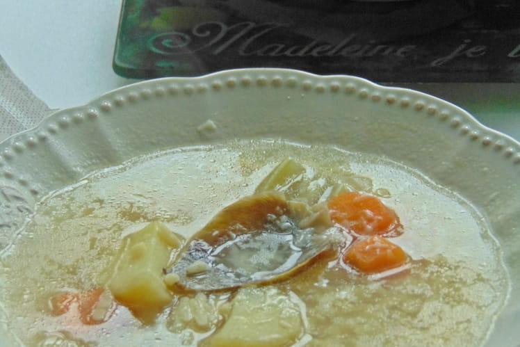 Artichauts farcis cuits dans leur bouillon
