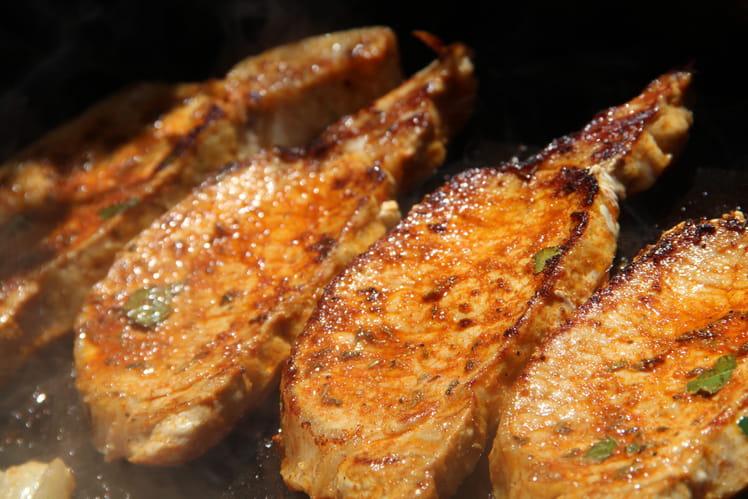 Côtes de porc marinées au paprika à la plancha