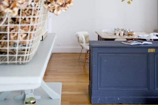 Un comptoir ancien à la jolie patine bleue