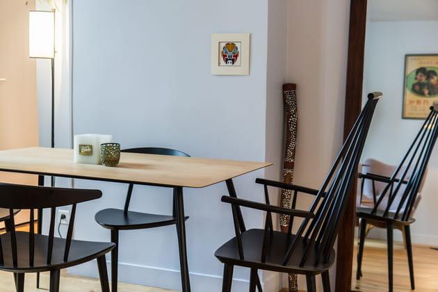 Une table à fine silhouette