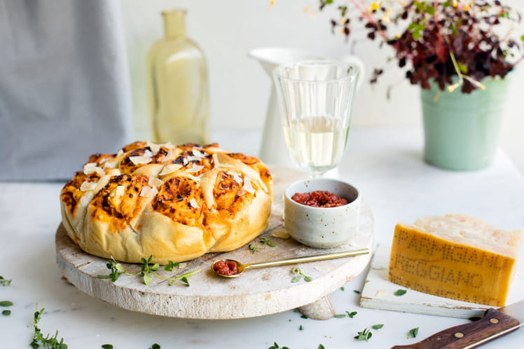 Torta delle rose salée, amandes, pesto rouge et Parmigiano Reggiano