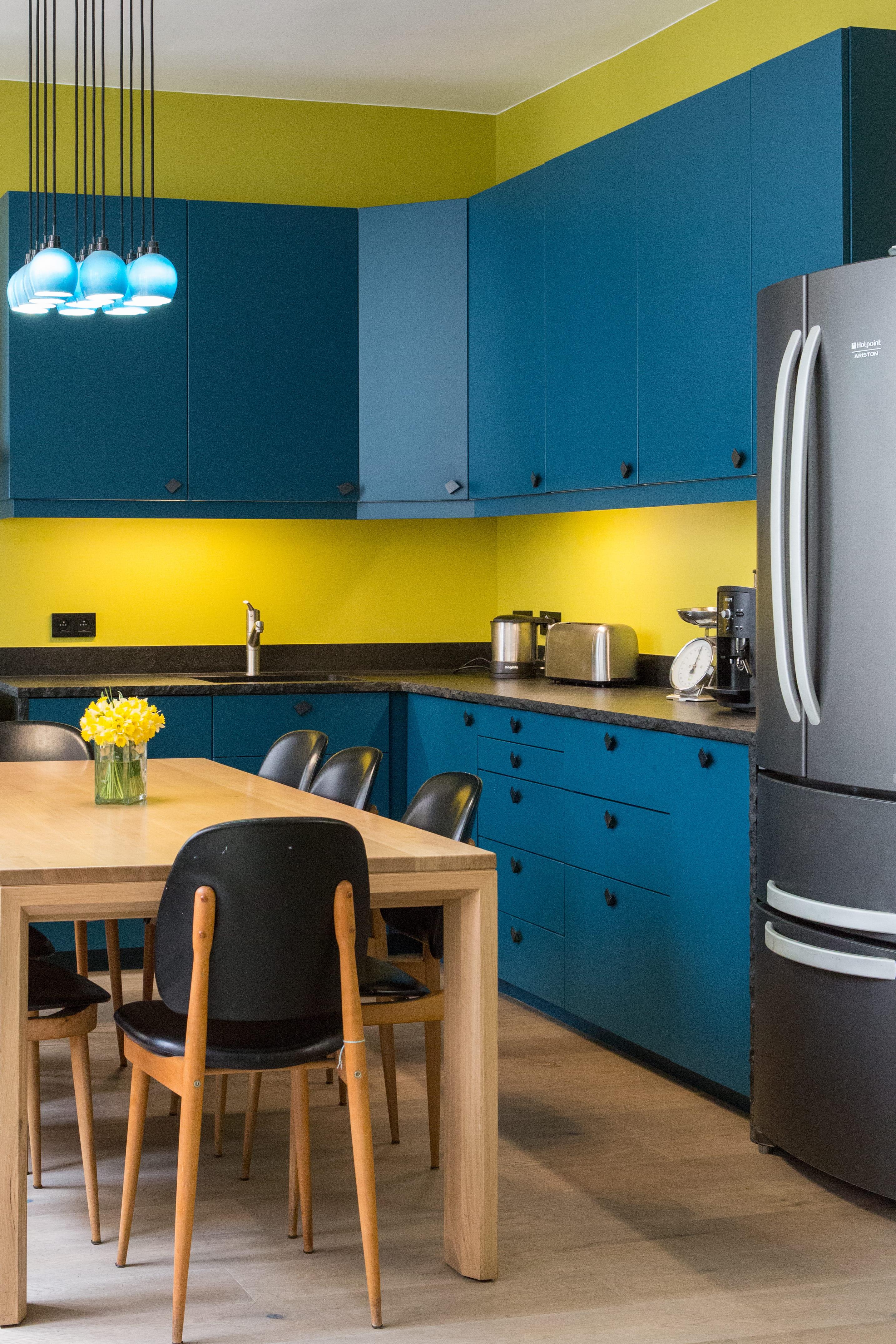 Peindre la fa ade des meubles de cuisine for Peindre meubles de cuisine
