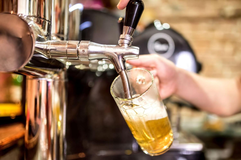 À Lille, dix bars déstockent leurs bières à petits prix