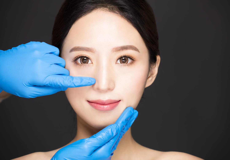 Déviation de la cloison nasale: causes, symptômes, opération
