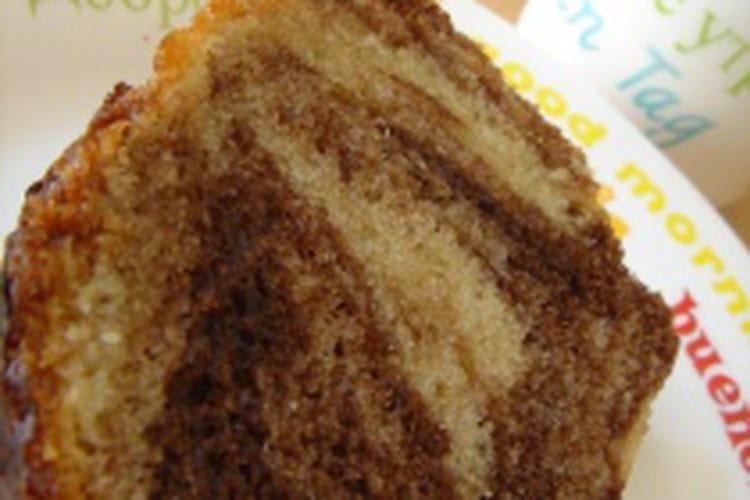Cake marbré aux morceaux de chocolat