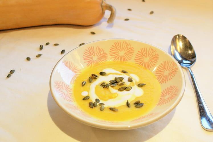 Soupe de courge au curcuma frais
