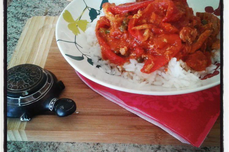 Thon sauce tomate aux poivrons et câpres