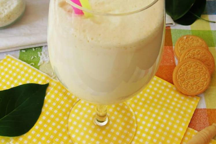 Smoothie crémeux coco et biscuits à la vanille