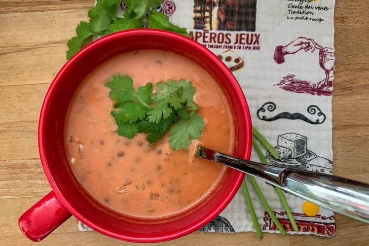 Soupe de lentilles corail, coco et curry