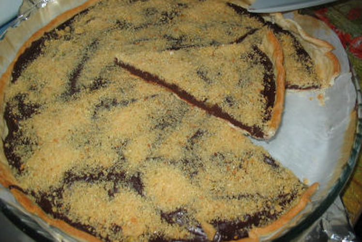 Tarte au chocolat, caramel croquant et amandes