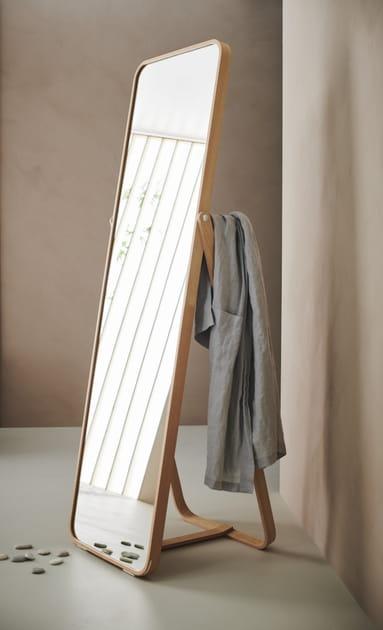 Miroir sur pied Ikornnes d'IKEA