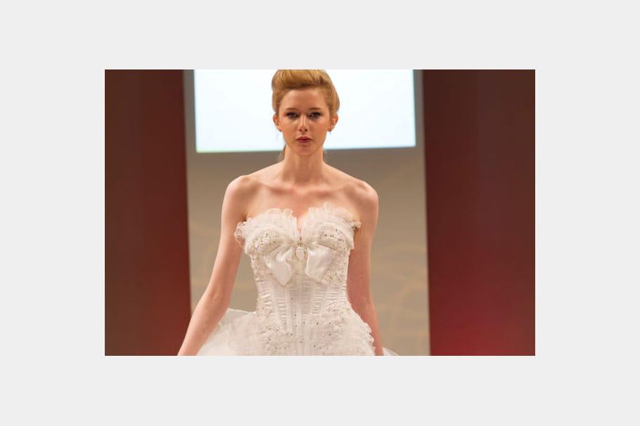 Coiffure de mariée : un chignon rock : Les plus jolies coiffures de mariées du salon du mariage ...