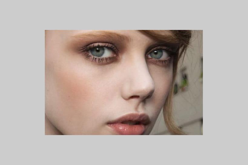 Maquillage yeux bleus: 20idées pour les sublimer