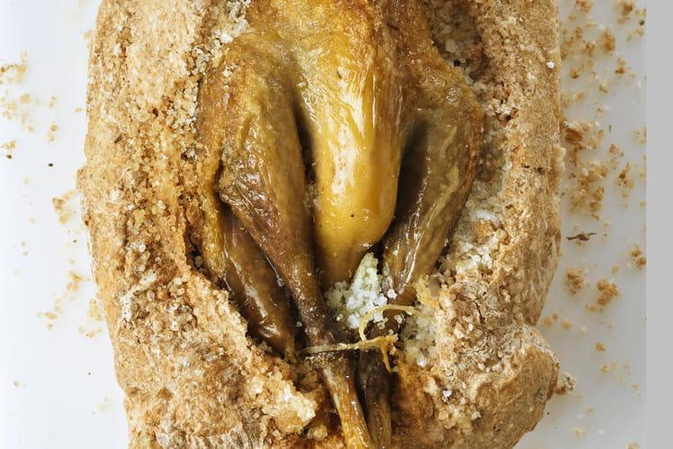Pintade fermière d'Auvergne rôtie en croûte de sel