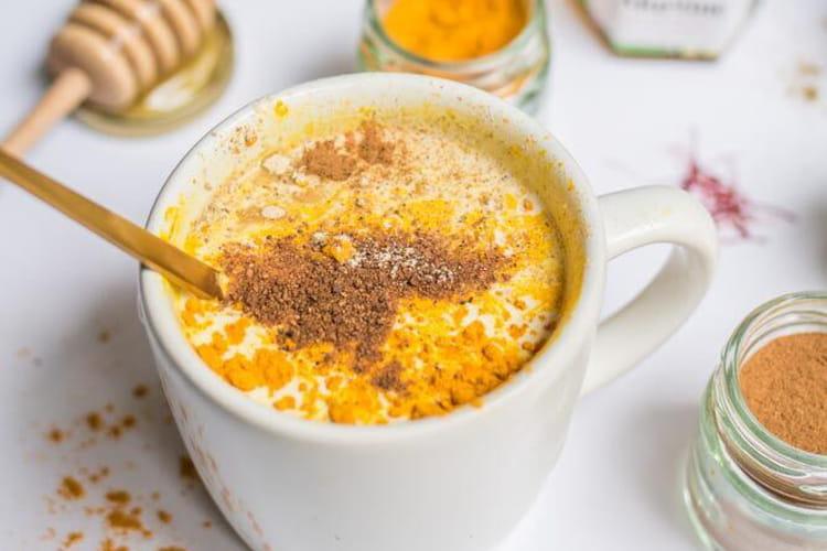 Moon milk au miel et aux épices
