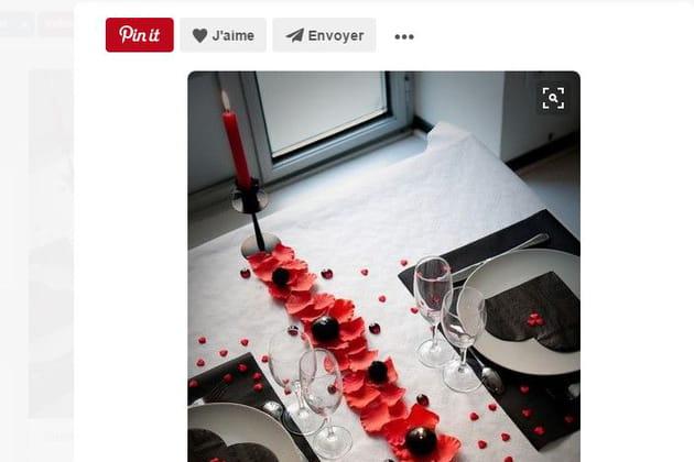 Table de Saint-Valentin rouge et noir