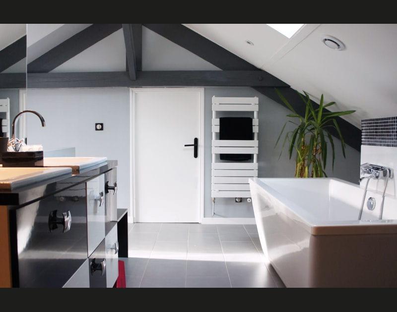 La salle de bains, sous les toits