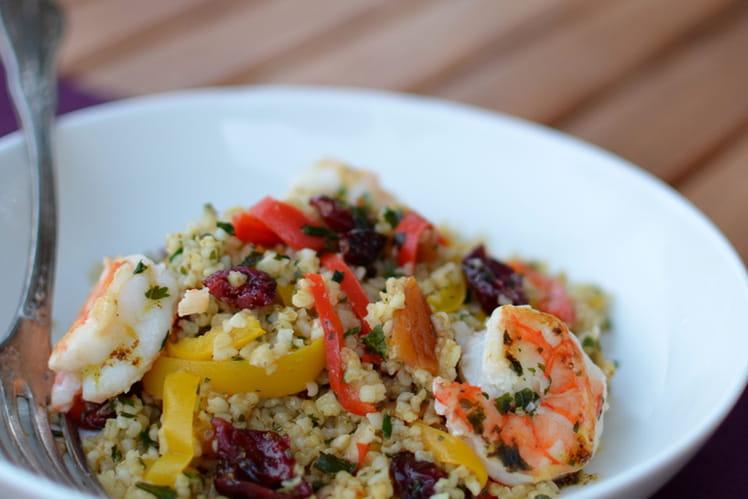 Salade de boulgour aux crevettes, fruits secs et poivrons doux