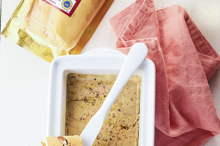 Terrine de foie gras aux noix, noisettes, amandes et Pacherenc du Vic Bihl