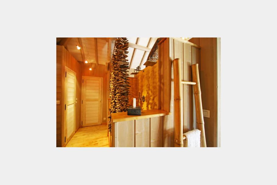 C t salle de bains cabane d co dans les arbres - Cabane dans les arbres avec salle de bain ...