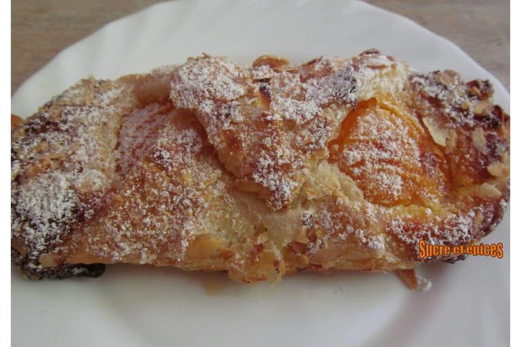 Feuilletés aux abricots et à la crème d'amandes