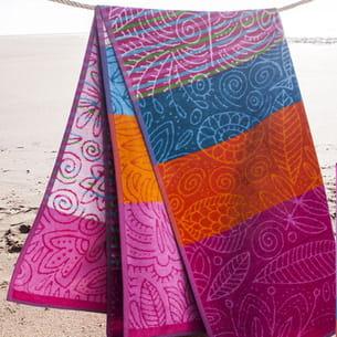 drap de plage à motifs colorés becquet