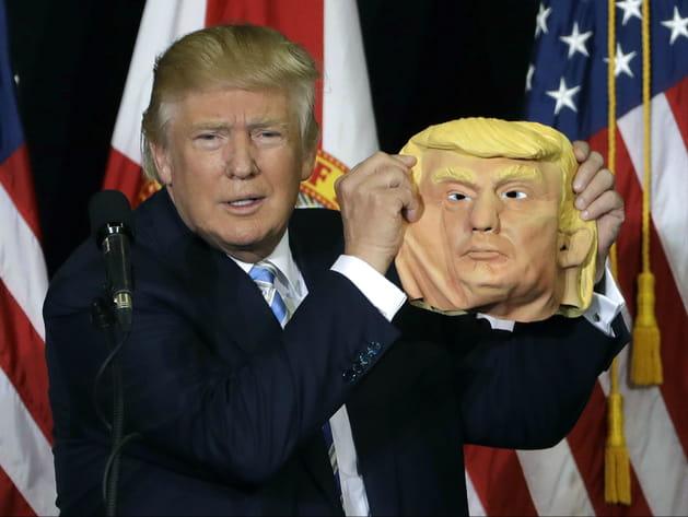 Donald Trump a enlevé son masque