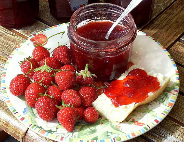recette de confiture de fraises d licieuse la recette facile. Black Bedroom Furniture Sets. Home Design Ideas