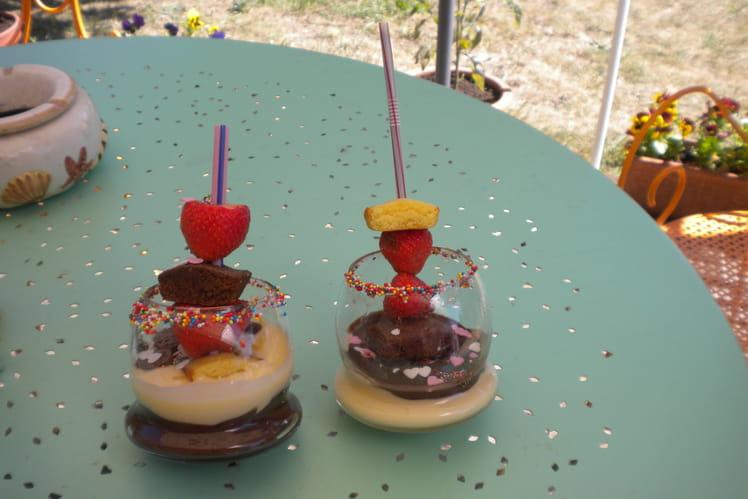 Crème et brochettes de fruits