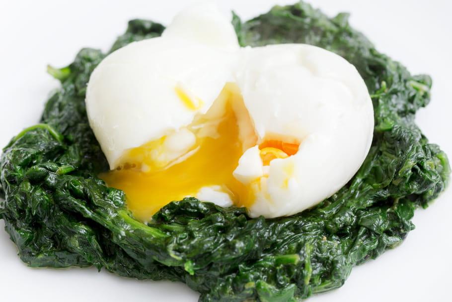 Comment écaler un œuf mollet?