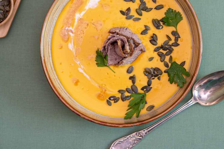 Crème de butternut et coco, gigot d'agneau bio confit et graines de courge