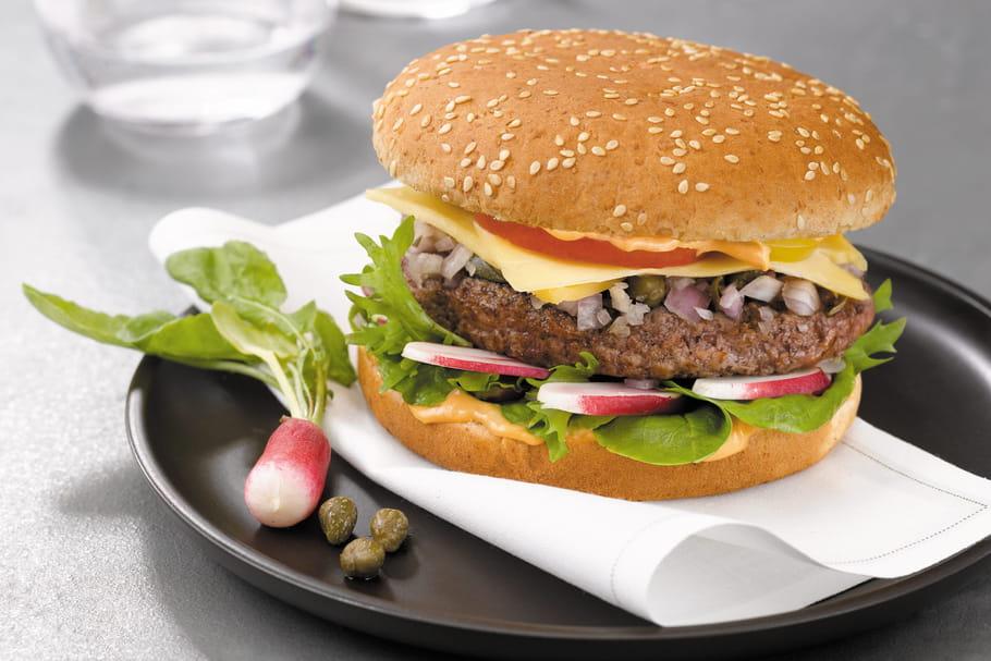 Jacquet distribue des burgers sur les routes de France