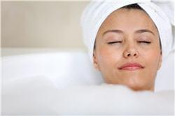 bain chaud, lecture, massage... tout ce qui peut vous détendre facilitera