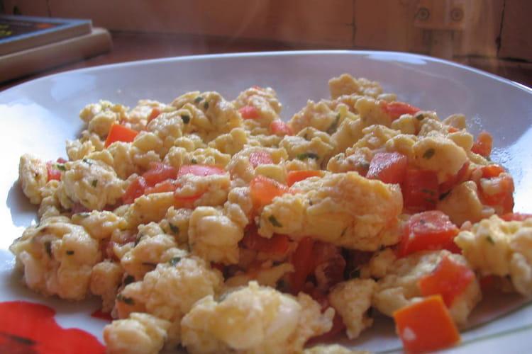 Oeufs brouillés à la tomate