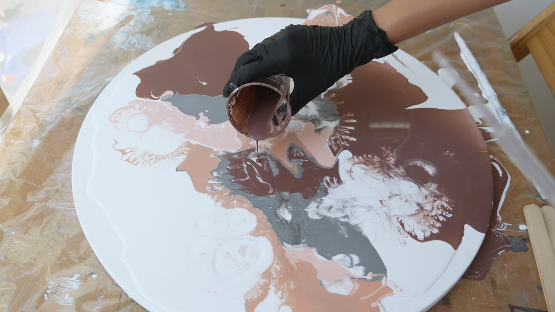 Pouring painting: c'est quoi? Technique, matériel et tuto